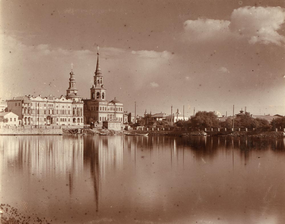 Екатеринбург.Центральная часть с прудом.