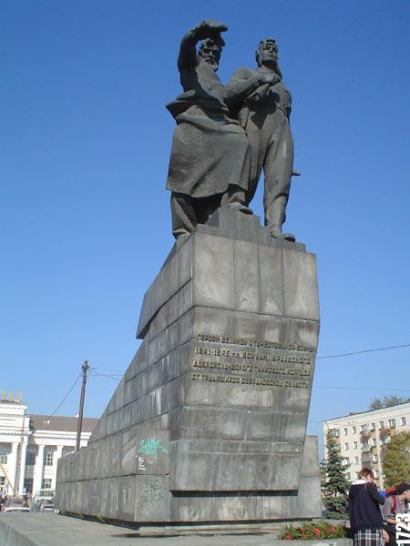Памятники екатеринбург цены с Новомосковск памятник колбасе в новосибирске фото