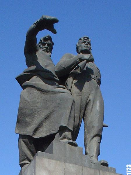 Памятник варежка екатеринбург памятники на кладбище купить красноярск